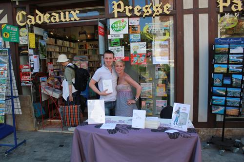 Avec alexandre Douchement devant la librairie!