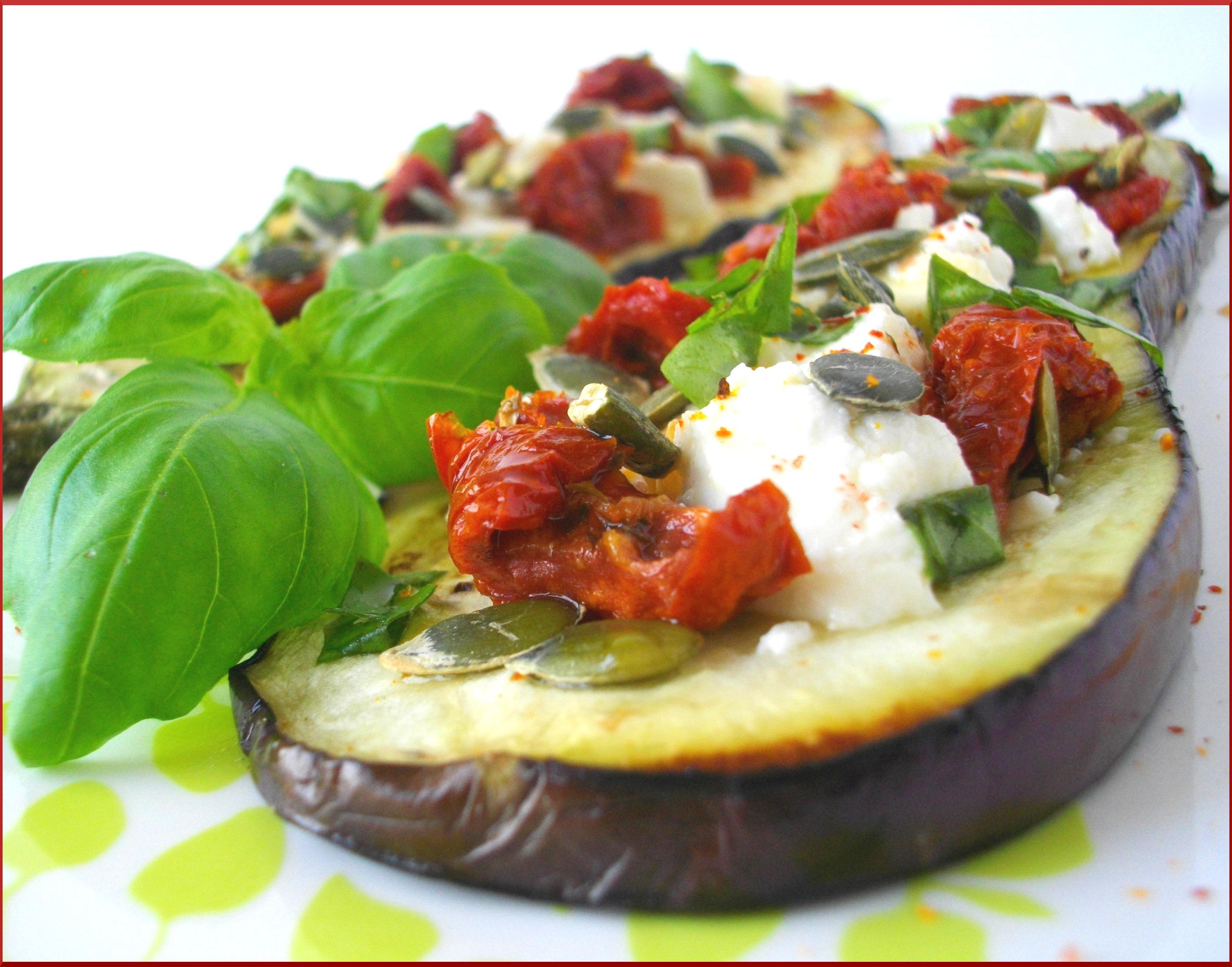 Aubergine grillée à la Feta, au Miel des Bois, Tomates séchées et Graines de Courges...