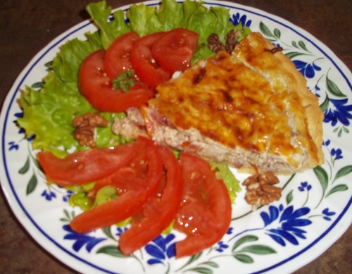 La tarte tomate ,lardons et petit-billy aux noix