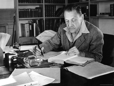 an analysis of the changes in the novel of human bondage by w somerset maugham W somerset maugham (1874-1965) was an english writer of novels, short stories and playshis best-known novel is of human bondage (1915), an early semi-autobiographical work which has never gone out of print since its initial publication.