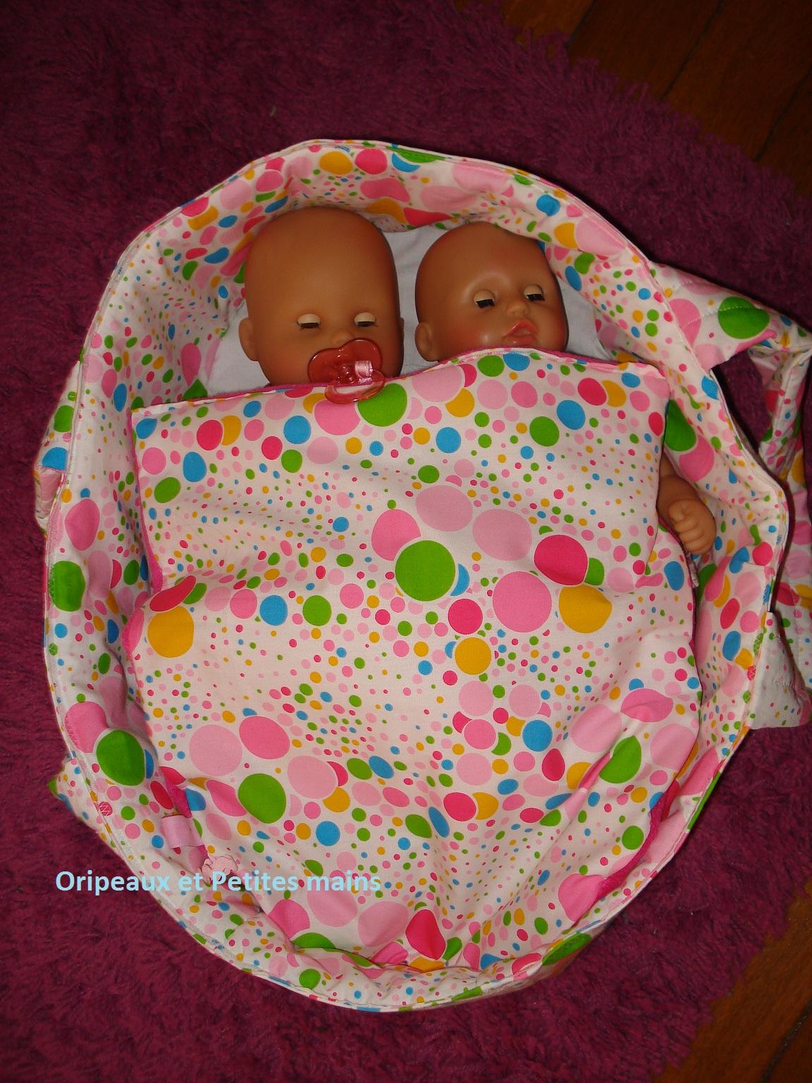 Couffin poupées, avec ses deux occupantes.