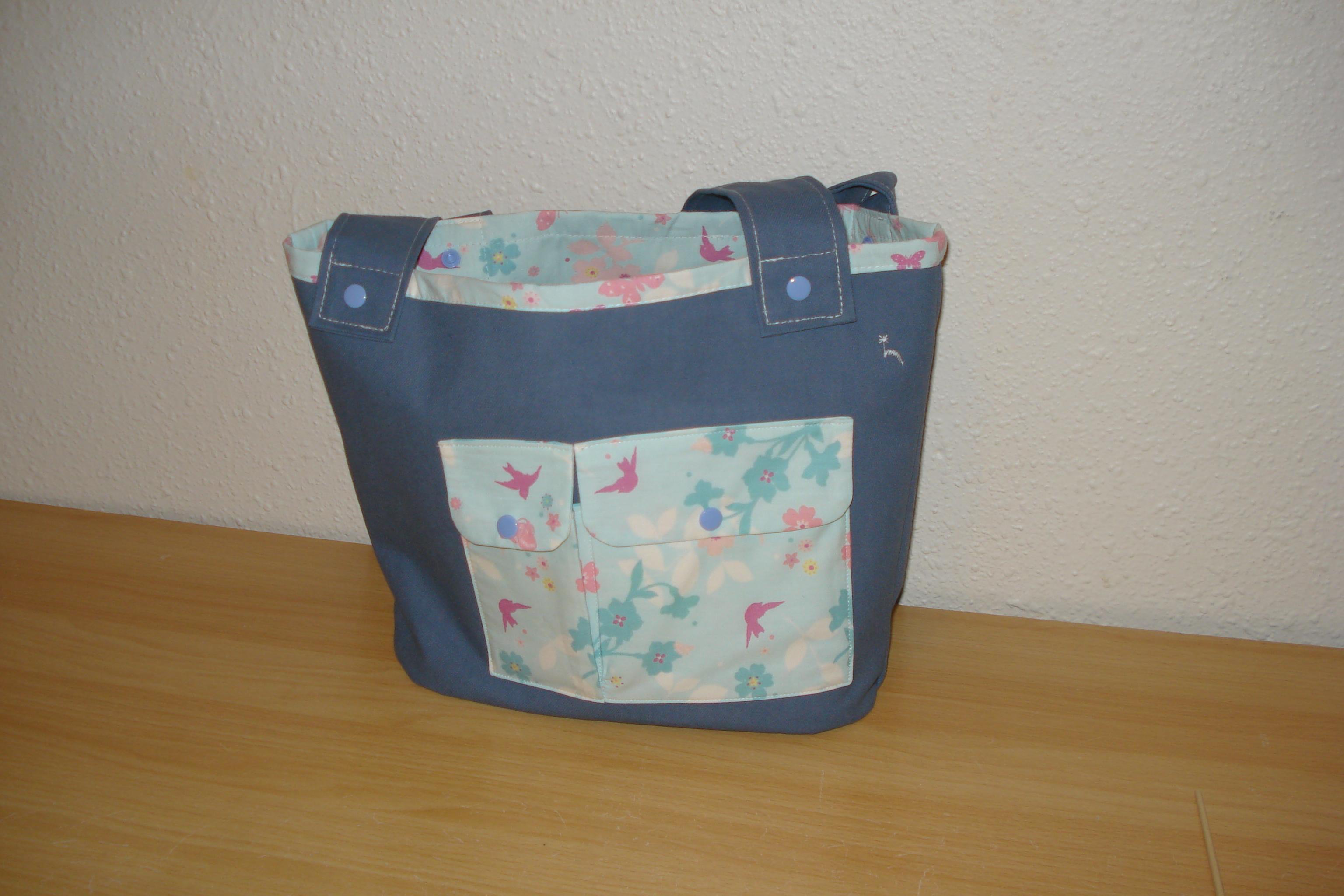 Cabas ton bleu jean et cotonnade imprimé oiseaux roses, fleurs et papillons bleus turquoise