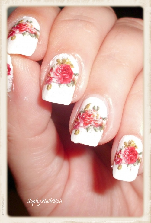 Nail Decal - Rose sur fond blanc